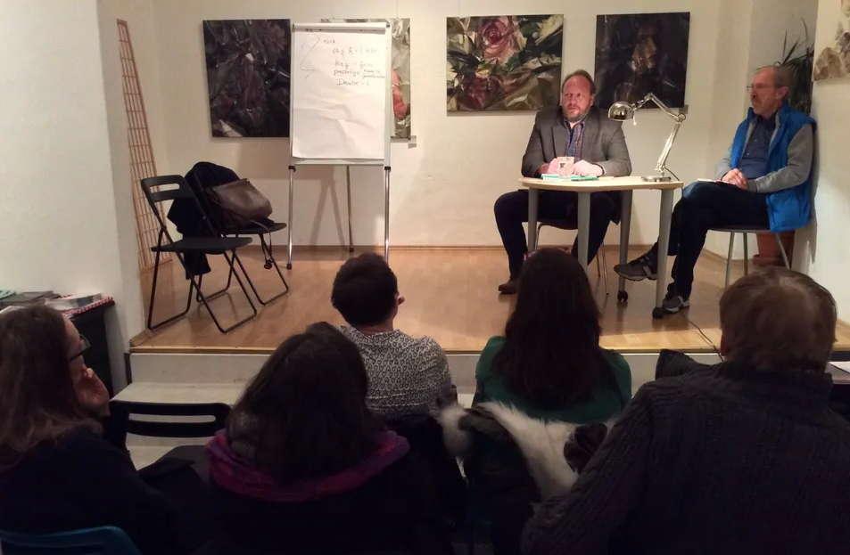 Der Autor Christan Dörr beantworte Fragen aus dem Publikum