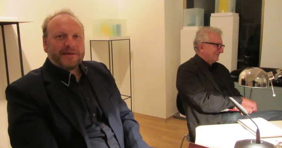 Christian Dörr und Moderator (rechts)