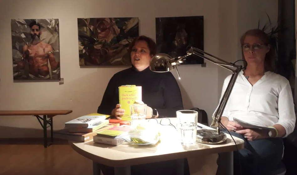 Autorin Diana Hillebrand und Moderatorin Beate Weinkauf